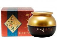 Крем для глаз с экстрактом красного женьшеня BERGAMO Yezihu eye cream 30 г: фото